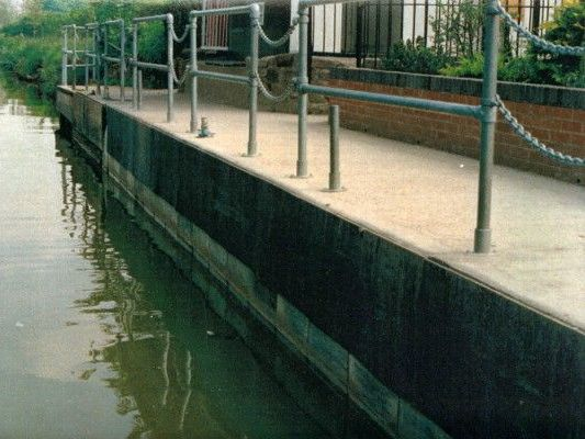 Stokbord recycled plastic sheet as keyside buffers on canal